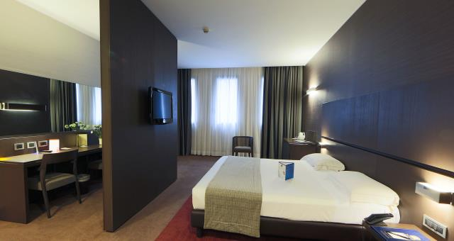Discover the room types of our 4 star hotel near Milan with every comfort for your business and leisure stay!